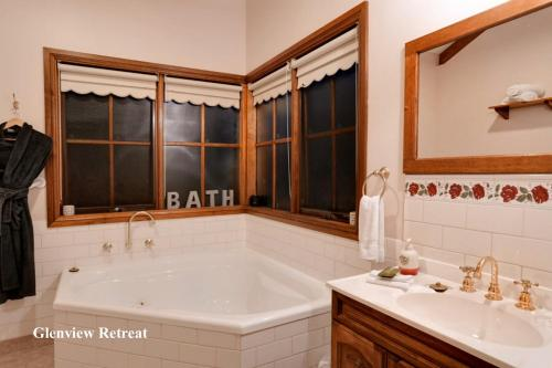 A bathroom at Glenview Retreat Luxury Accommodation
