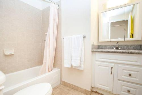 A bathroom at Stunning Ocean View 37th Floor Corner Unit