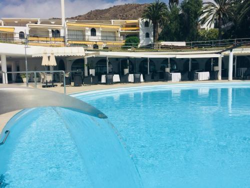 The swimming pool at or close to Aquamar