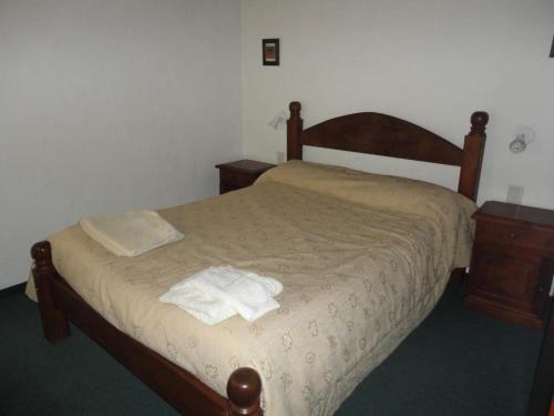 Una cama o camas en una habitación de 7 Lagos