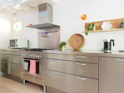 A kitchen or kitchenette at My home in Delft