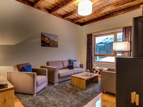 Ein Sitzbereich in der Unterkunft Apartment PRIVÀ Alpine Lodge SUP3