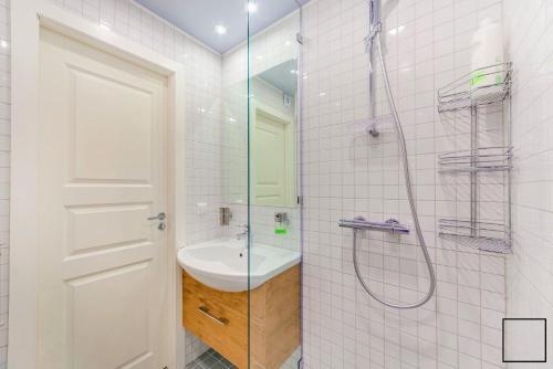 A bathroom at Crocus Suite