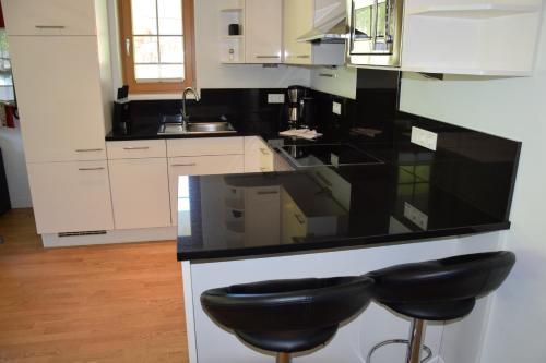 A kitchen or kitchenette at A Casa Residenz