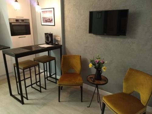 Телевизор и/или развлекательный центр в Raushen Elegance Apartments