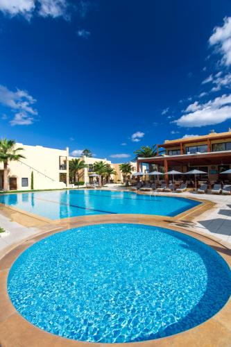 Piscina di Atlantis Beach Hotel o nelle vicinanze