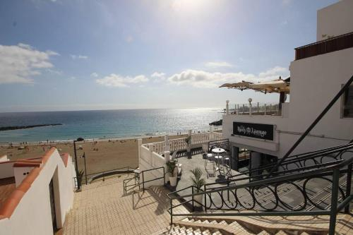 Ein Balkon oder eine Terrasse in der Unterkunft Luxury Apartment Cristianos Beachfront