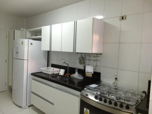 Een keuken of kitchenette bij Edf.Vila Verde a 3 minutos da Praia de Ponta Verde