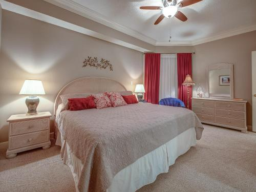 A bed or beds in a room at 2203 SeaCrest