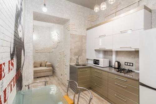 Кухня или мини-кухня в Central View Apartment