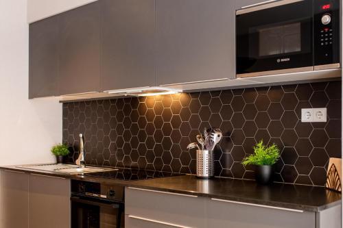 A kitchen or kitchenette at Ramirez Flats & Bar