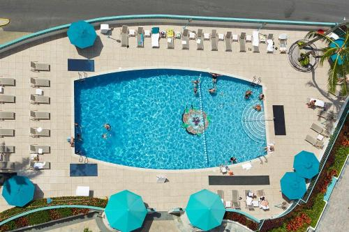 A view of the pool at Ilikai Hotel & Luxury Suites or nearby