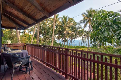 A balcony or terrace at The Bali House & Bali Cottage at Kehena Beach