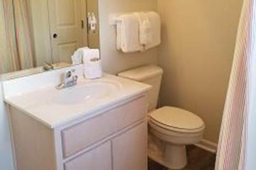 A bathroom at Recovery Room
