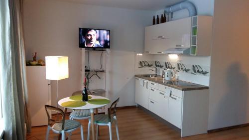 A kitchen or kitchenette at Aparta