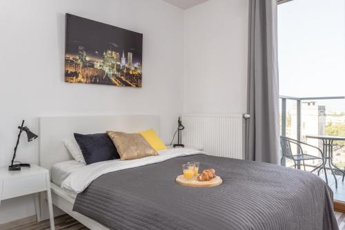 A bed or beds in a room at Warsaw Expo XXI Apartments