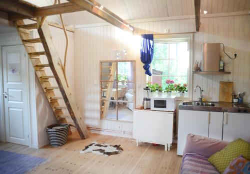 A kitchen or kitchenette at Quiet Cabin in Swedish Country