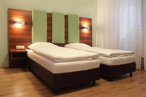 A bed or beds in a room at Sky Apartments Vienna