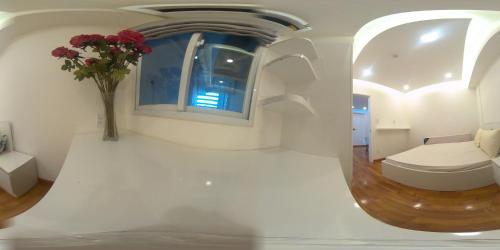 A bathroom at Nancy Sweet Apartment - A1506
