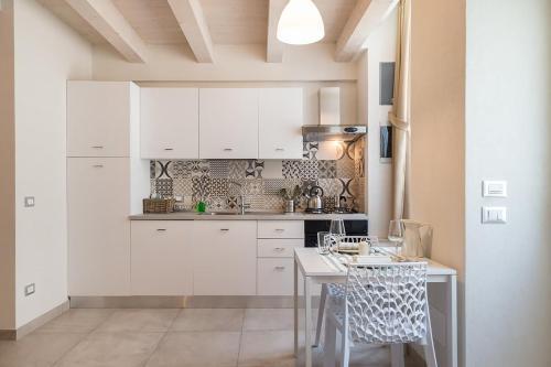 A kitchen or kitchenette at Casa Siciliana 7 - 8 - 11