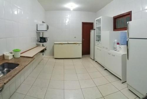 A kitchen or kitchenette at Sitio Flores da Mata