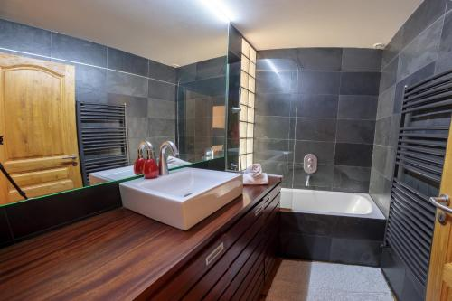 A bathroom at Paccard: Residence Le Lutetia