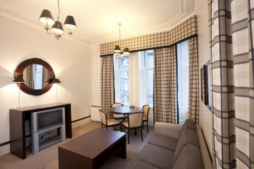 A seating area at Skene House Hotels - Rosemount