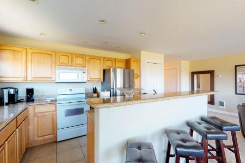 A kitchen or kitchenette at Westhaven Park View