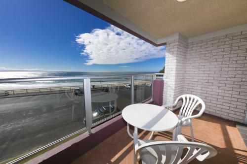 A balcony or terrace at El Sandi, Unit 06, 14-18 North Street