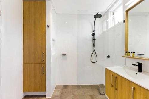 A bathroom at Balmain East Self Contained Two-Bedroom Apartment (BAL 66DARL)
