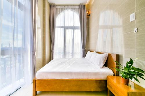 A bed or beds in a room at SKYY Garden