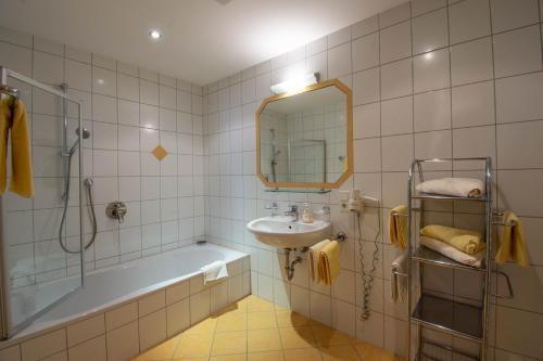 A bathroom at Pension&Appartements Marxenhof