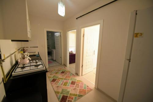 A kitchen or kitchenette at Serenity Apart
