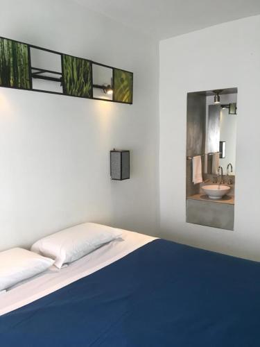 Una cama o camas en una habitación de SATO HOSTEL