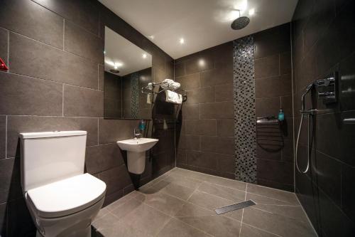 A bathroom at EPIC Apart Hotel - Seel Street