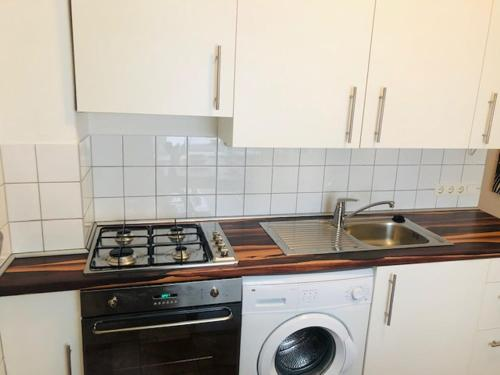 A kitchen or kitchenette at Berlinappart - Central Prenzlauer Berg Apartments