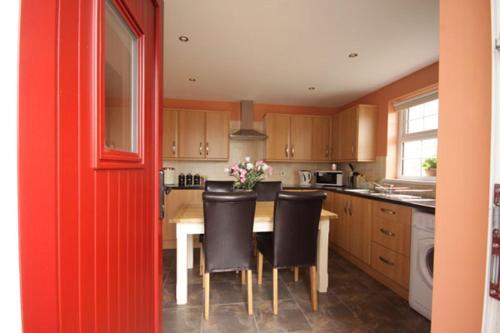 O bucătărie sau chicinetă la Aunt Rachel's Cottages-McAllister's Cottage