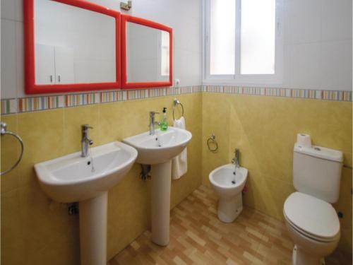 Un baño de Four-Bedroom Apartment in Cartagena