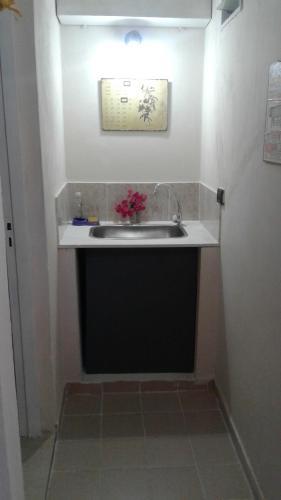 Una cocina o kitchenette en WAYRA TAKI (Canción del Viento)