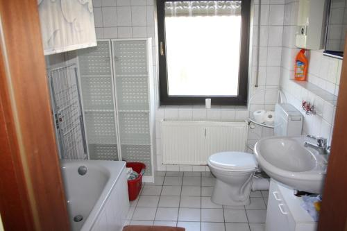 Ein Badezimmer in der Unterkunft Ferienwohnung Moselhöhe