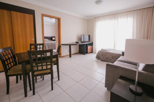 Uma área de estar em Trianon Apart Hotel