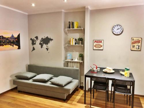 A seating area at Apartment4night