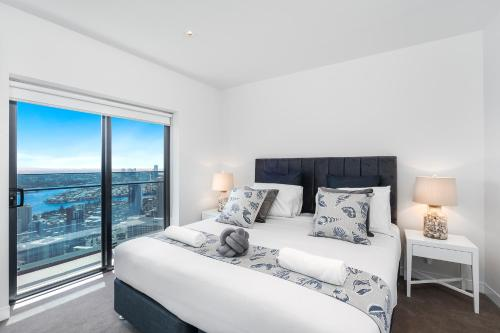A bed or beds in a room at Soul 2 & 3 Bedroom Ocean View - We Accommodate