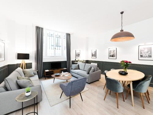 A seating area at THE RESIDENCE - LUXURY 3 BEDROOM PARIS CENTER