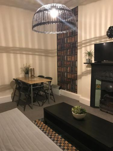 A seating area at Castle View Apartment