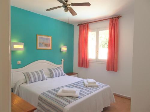 Cama o camas de una habitación en Apartamentos Alta Galdana