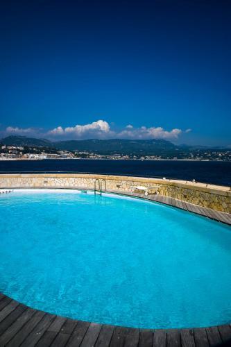 Der Swimmingpool an oder in der Nähe von Hotel Delos - Ile de Bendor