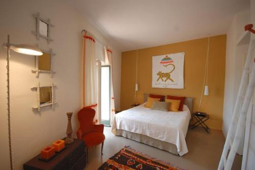 A bed or beds in a room at Spello Villa Sleeps 3 Air Con WiFi