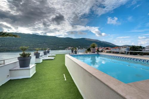 The swimming pool at or close to Apartments Holidays Roko
