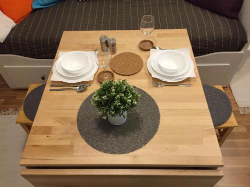 Reštaurácia alebo iné gastronomické zariadenie v ubytovaní VERY CLOSE Studio Apartment